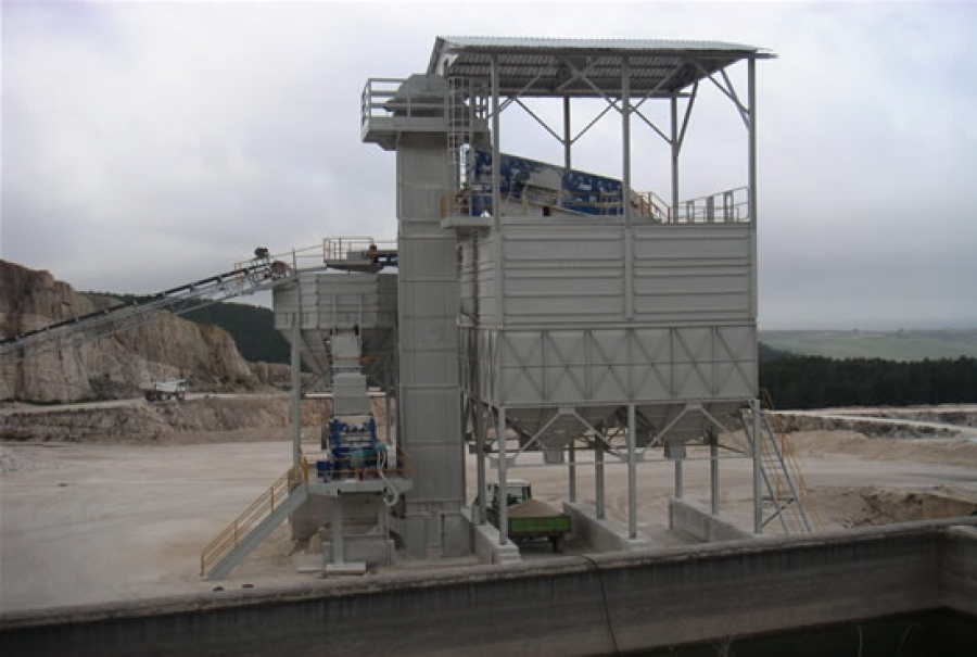 Fixed sand production and storage plant